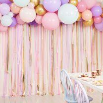 Pastel streamers en ballonnen backdrop