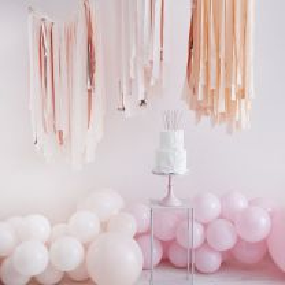 Backdrop Plafond Streamers Blush en Rosé Goud